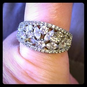Jewelry - Silver and crystal ring
